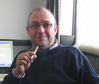 Steve Barwell with a Smoker's HALO electronic cigarette.