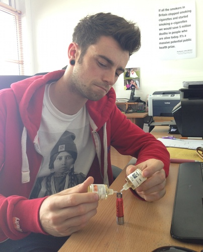 Dan from ECigaretteDirect creating a new mix.