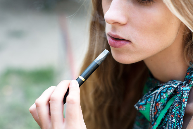 E-cigarette young girl