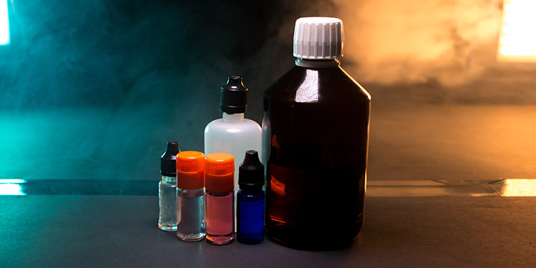 Different size e-liquid bottles for mixing